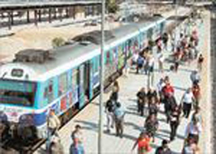 Με την αγορά ενός τηλεφωνικού κέντρου αξίας 35.000 ευρώ και με δέκα υπαλλήλους του ΟΣΕ οι πληροφορίες για τα δρομολόγια των σιδηροδρόμων λειτουργούν άψογα χρησιμοποιώντας τον αριθμό 1110