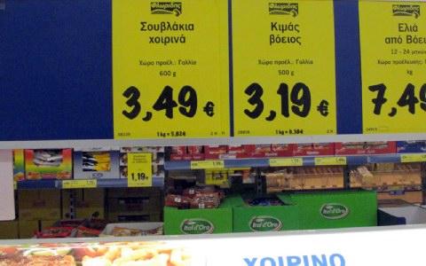 Τα ελληνικά κρέατα σπανίζουν στα ράφια των σούπερ μάρκετ, αφήνοντας ελεύθερο χώρο στα γαλλικά