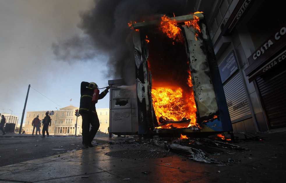 greece_riots_101911_361