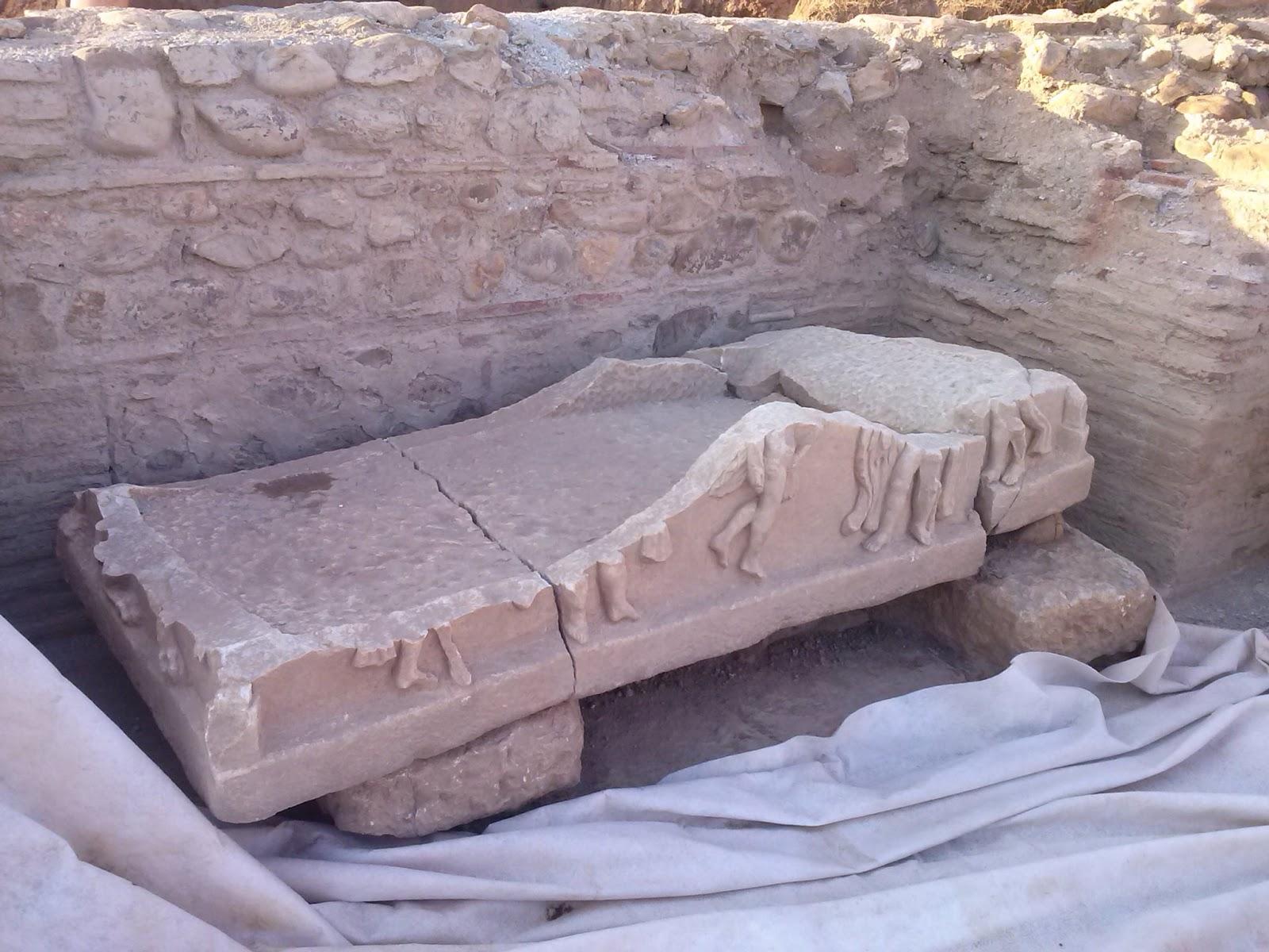 Ὄχι καλέ... Δὲν θάβουν ἀκόμη ἕναν ναό... Τὸν προστατεύουν λέμε!1