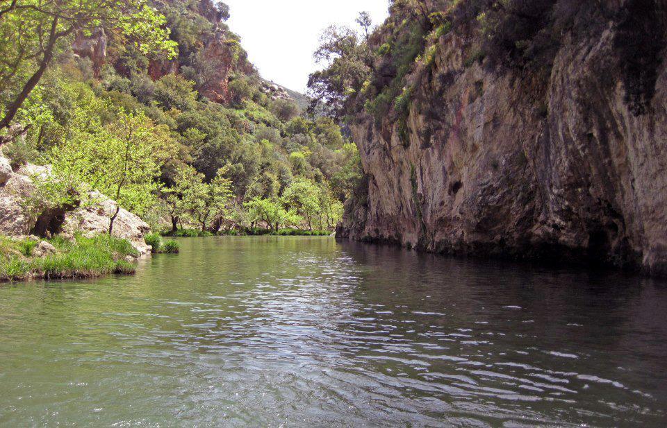 Βαθειά, τὴν νύκτα... Ἀλφειός ποταμός