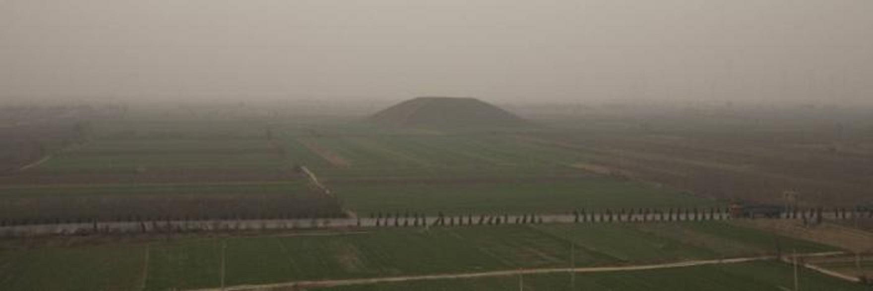 Η ΛΕΥΚΗ ΠΥΡΑΜΙΔΑ -ΠΙΘΑΝΟΝ ΒΑΣΙΛΙΚΟΣ ΤΑΦΟΣ ΤΩΝ ΣΑ ΑΝΧΙ  ΑΥΤΟΚΡ.  (141-87 BCE) ΑΥΤΟΚΡΑΤΟΡΑ ΓΟΥΑΝ ΒΟΥ ΝΤΙ . ΚΙΝΑ