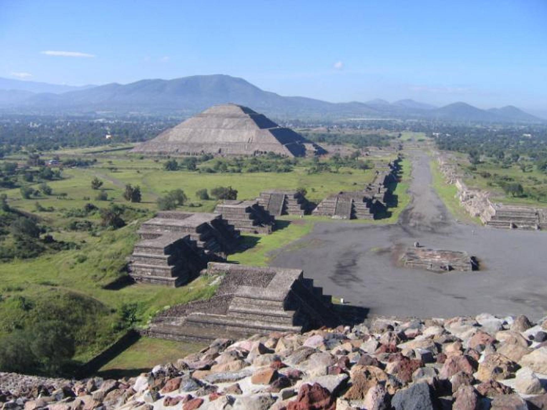 Οἱ πυραμίδες τοῦ πλανήτου μας.36