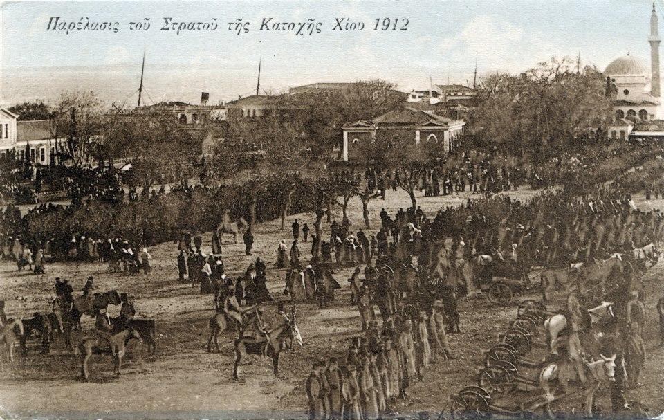 Φωτογραφία: Ο Ελληνικός Στρατός συγκεντρώνεται στην Πλατεία Βουνακίου πριν αρχίσουν οι μάχες για την απελευθέρωση.