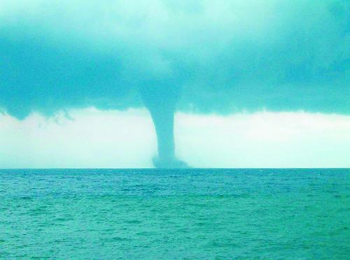 Πόσες Σάντυ θά δοῦμε ἀκόμη; Σίφωνας Θάλασσας Κέρκυρα Σεπτέμβριος 2003