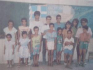 Αναμνηστική φωτογραφία της Μεγάλης Δασκάλας της Κύπρου, Ελένης Φωκά με μερικούς από τους εγκλωβισμένους μαθητές της