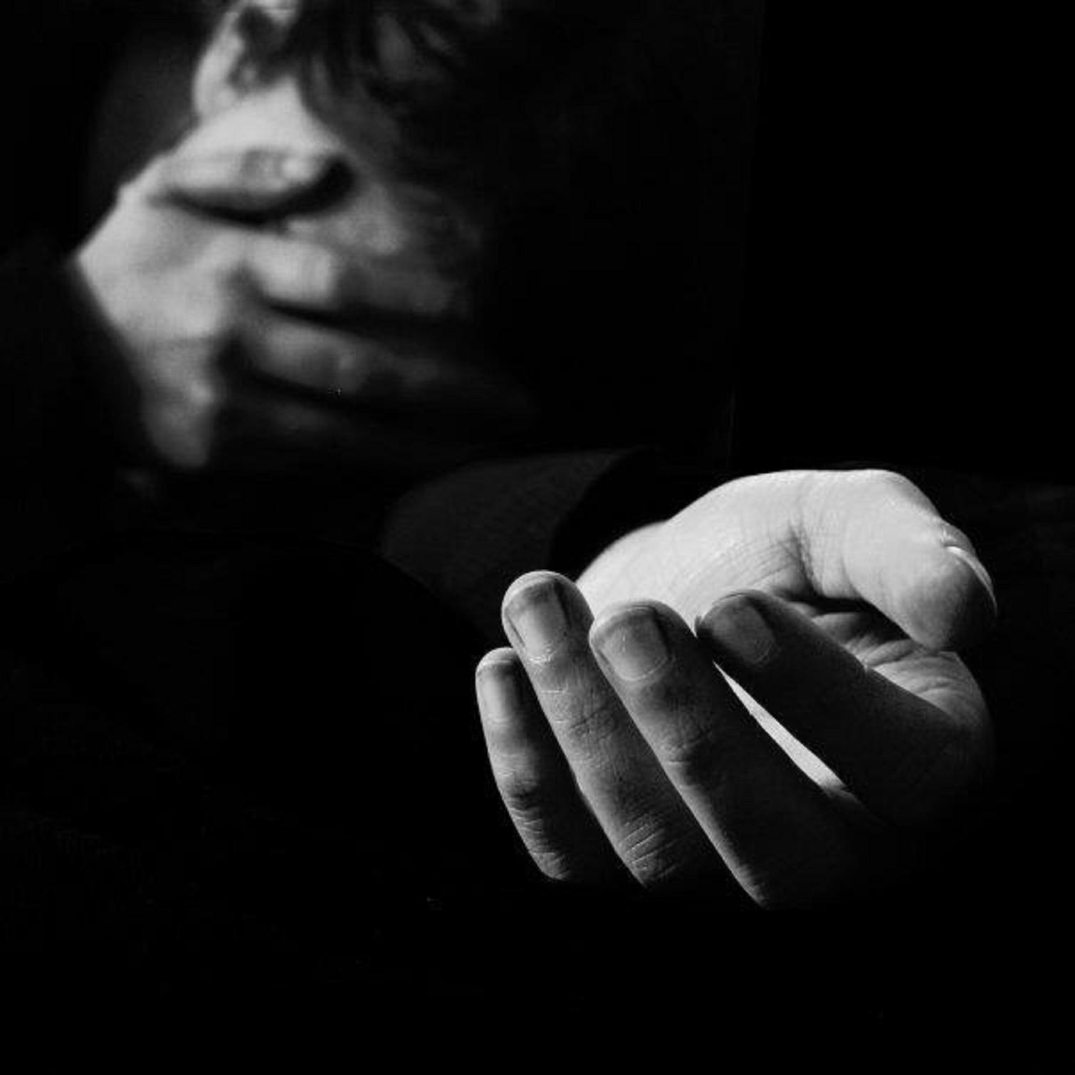 Ὅλοι ἐκείνοι ποὺ ἀπλώνουν τὸ χέρι...