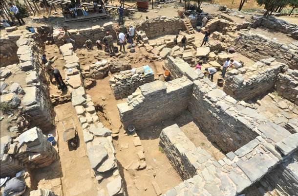 Η ανασκαφή στη Ζώμινθο