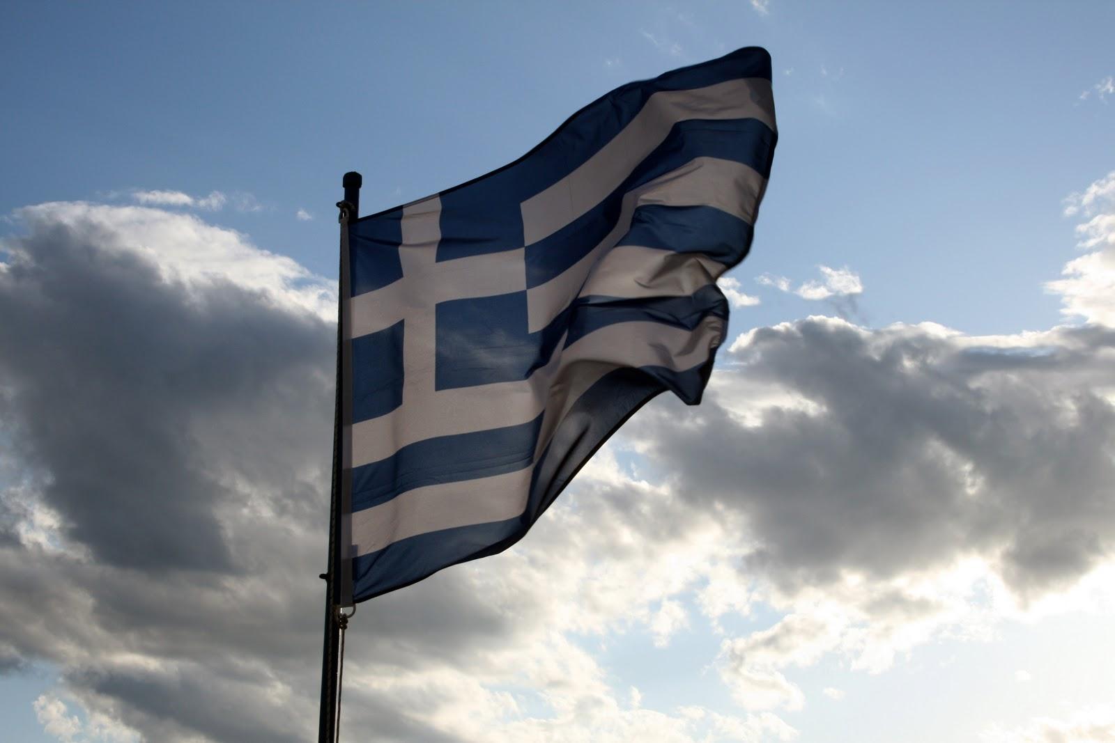 Ἔλα βρὲ ἄτιμε νὰ κατεβάσῃς καὶ τὴν δική μου σημαία!2