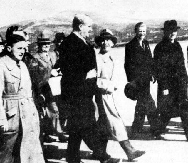 Φωτογραφία από την άφιξη του Γκαίμπελς στο αεροδρόμιο Τατοΐου (31.3.39). Τον υποδέχεται ο Κ. Κοτζιάς.