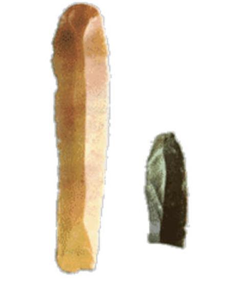 Λεπίδες από το Μουσείο Βόλου. Η μεγάλη χρησιμοποιόταν σαν μαχαίρι. Η μικρή εφαρμοζόταν σε ξύλινο οστέινο στέλεχος και γινόταν δρεπάνι για τον θερισμό των δημητριακών.