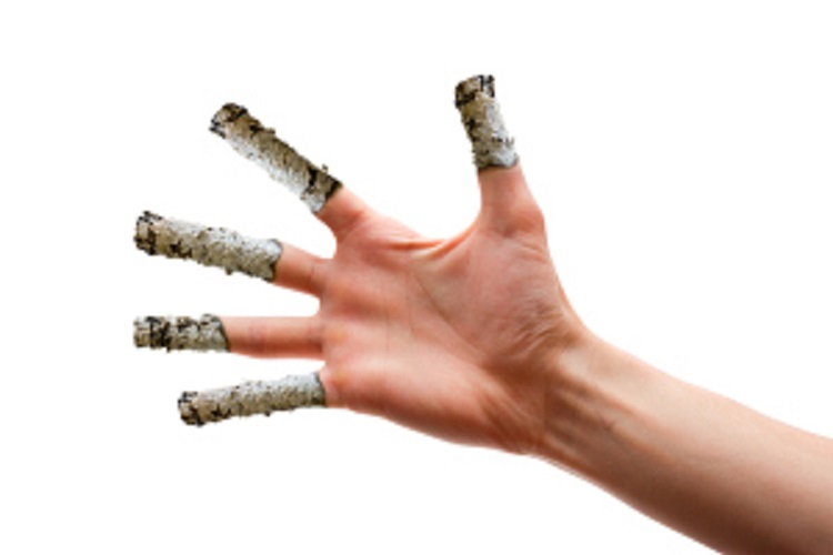 The hand on which to place your fingers from the ashes of cigare