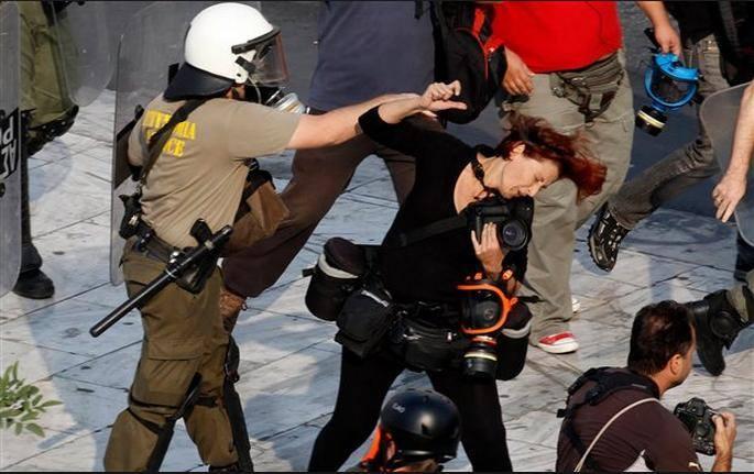 Ἡ κυβέρνησις καταδικάζει τὴν βία...1
