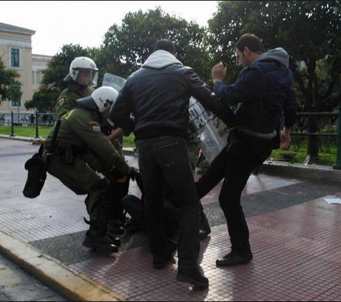Ἡ κυβέρνησις καταδικάζει τὴν βία...3