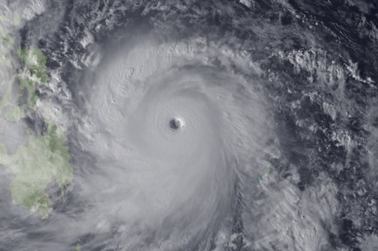 Εἶναι μόνον ἔνας τυφώνας;7