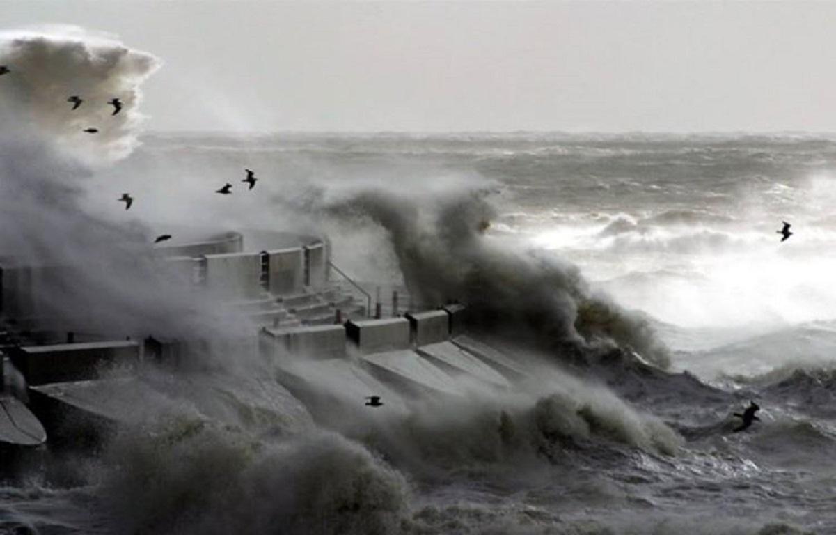 Εἶναι μόνον ἔνας τυφώνας;8