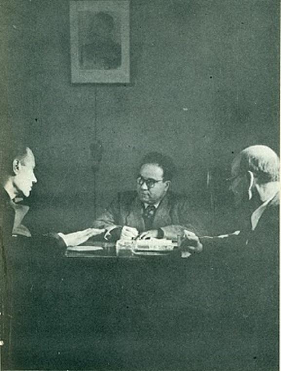 Ο Γιάννης Ιωανίδης στο γραφείο του