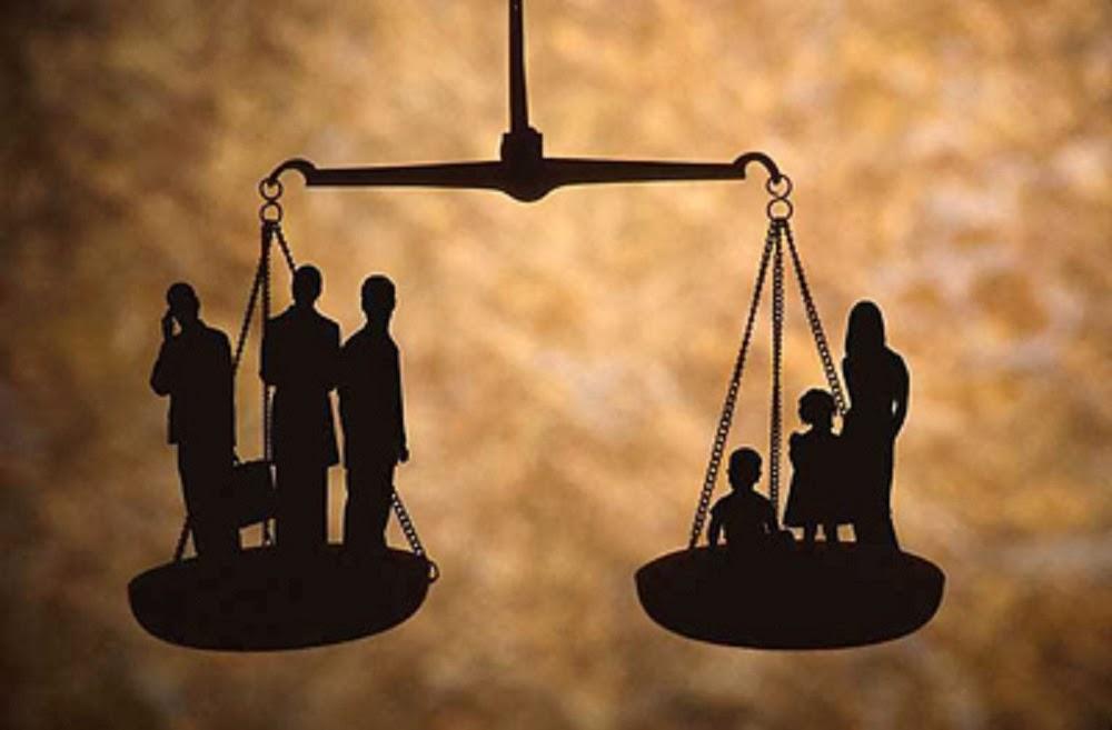 Ἡ δικαιοσύνη εἶναι ἀπόλυτα συνυπεύθυνη γιὰ τὴν κατάντια τῶν Ἑλλήνων.