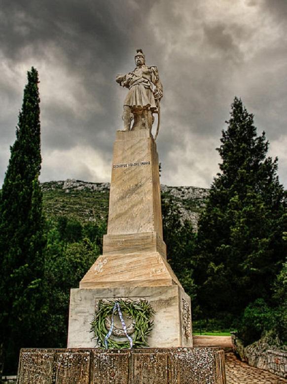 Τὸ μνημεῖο τοῦ Κολοκοτρώνη στὰ Δερβενάκια