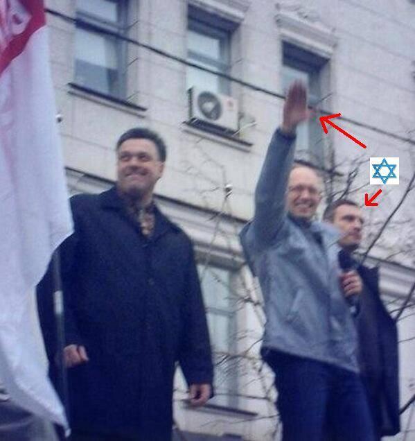 Ναζιστικός χαιρετισμός δίπλα στον εβραικής καταγωγής Klitschko για χάριν του οποίου κάηκε το Κίεβο...από τους παραστρατιωτικούς μισθοφόρους του Ισραήλ.