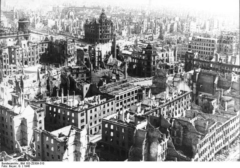 Ἐγκλήματα πολέμου τῶν Συμμάχων: Ὁ βομβαρδισμὸς τῆς Δρέσδης.