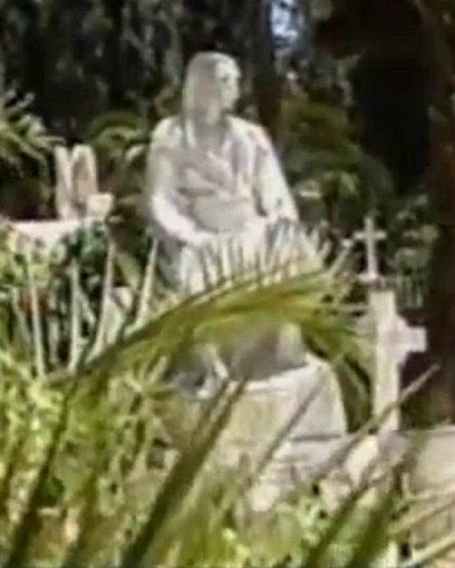 Ὁ τάφος καὶ τὸ ἄγαλμα τοὺ Κολοκοτρώνη.