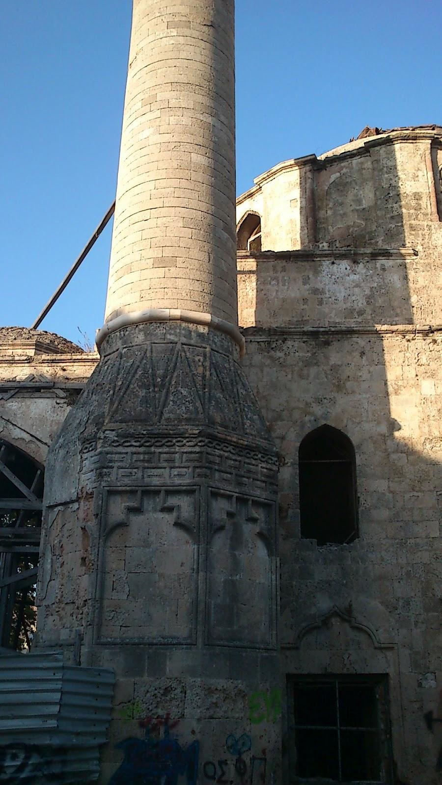 Τὸ τζαμὶ ποὺ καταπατᾶ Ἑλληνικὸ ναό!1