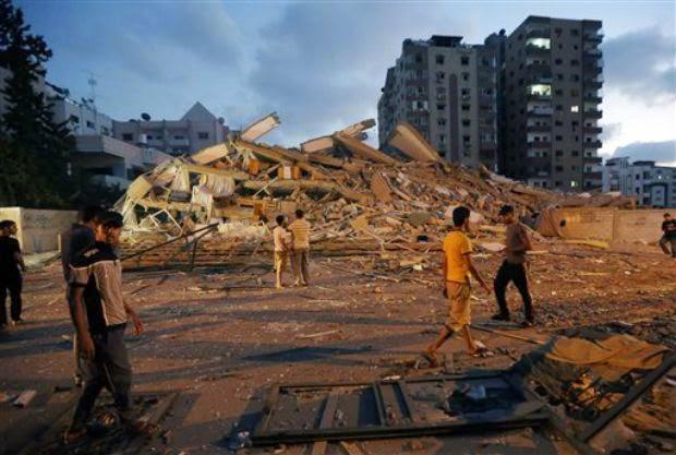Ερείπια. Μόνο ερείπια απομένουν στη Γάζα