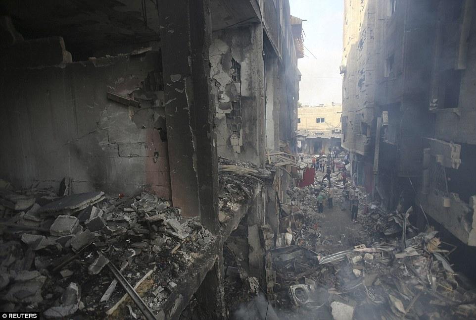 Ο στρατός δήλωσε ότι το εμπορικό κέντρο και το συγκρότημα γραφείων δέχτηκαν επίθεση επειδή σε αυτό στεγάζονταν εγκαταστάσεις Παλαιστινίων μαχητών
