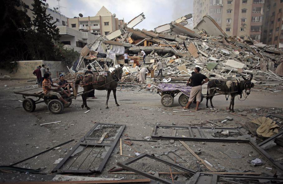 Ό,τι περισώσουν (Associated Press) - Πηγή: www.wpxi.com/news