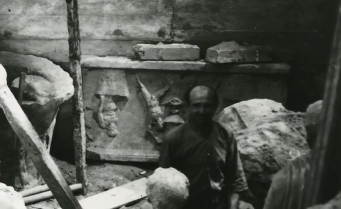 Προσπαθοῦν νά ἀποκρύψουν τό μέγεθος τῆς λεηλασίας τῶν ἀρχαιοτήτων μας ἀπὸ τοὺς ναζί!!!9