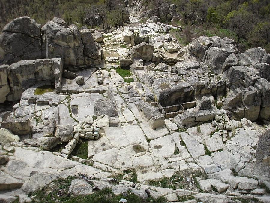 Ἀρχαία Θράκη. Περπερικόν. Μία πόλις σκαλισμένη στοὺς βράχους.2