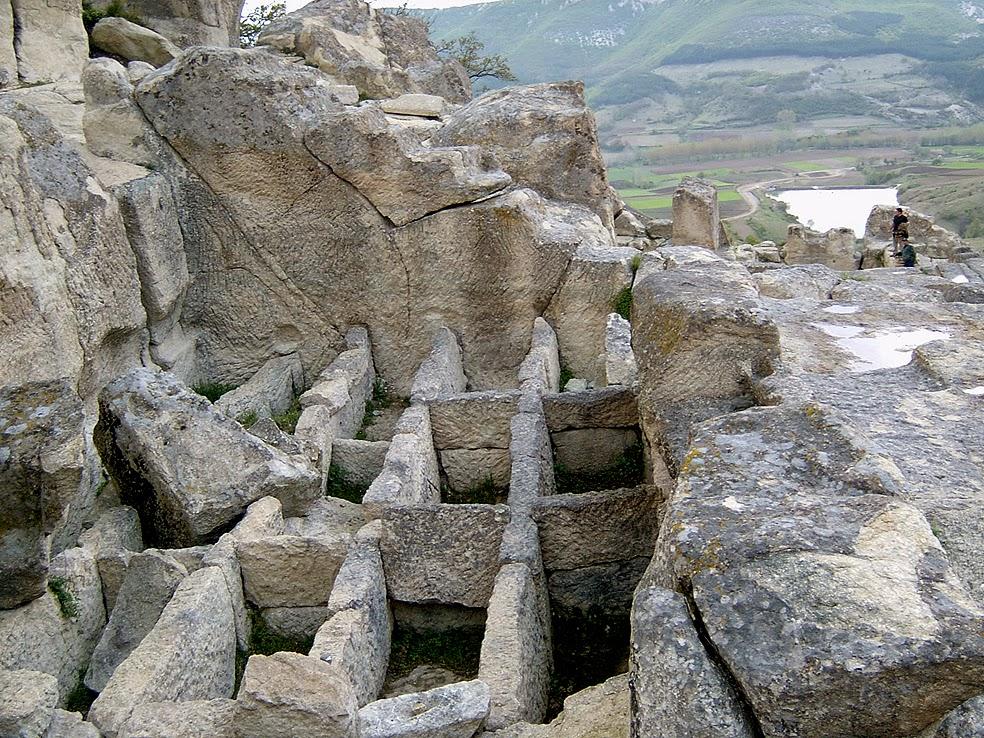 Ἀρχαία Θράκη. Περπερικόν. Μία πόλις σκαλισμένη στοὺς βράχους.1