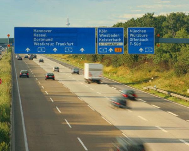 Στὴν Γερμανία οἱ δρόμοι εἶναι δημόσιοι διότι δὲν ἔχουν Μπόμπολες.