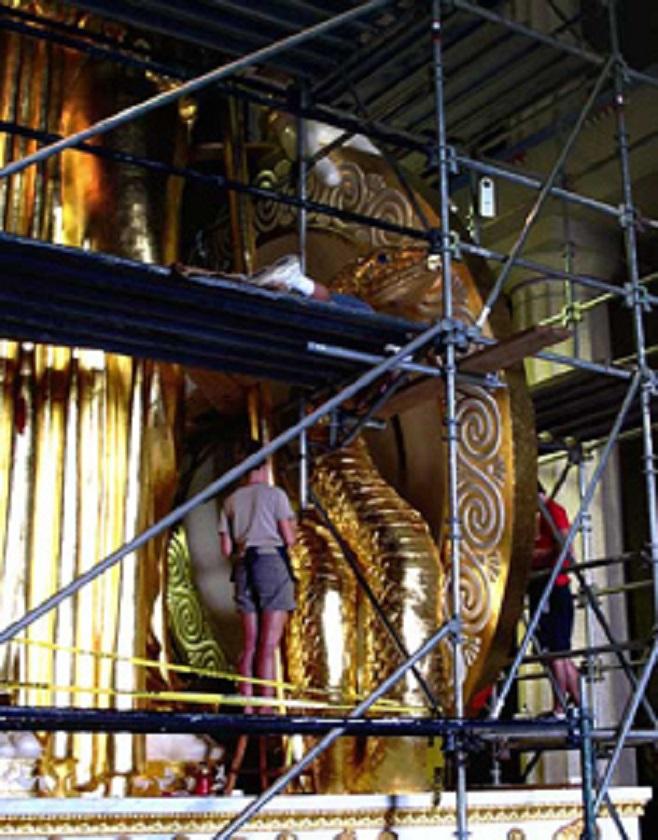 Η επιχρύσωση του Πύθωνος, μία από τις πιο χρονοβόρες εργασίες, ολοκληρώθηκε...