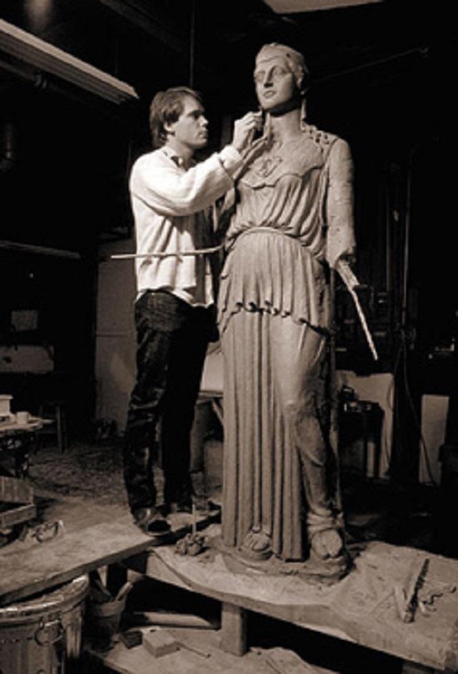 Ο LeQuire ετοιμάζει το 1/5 μοντέλο της Αθηνάς Παρθένου το 1983...