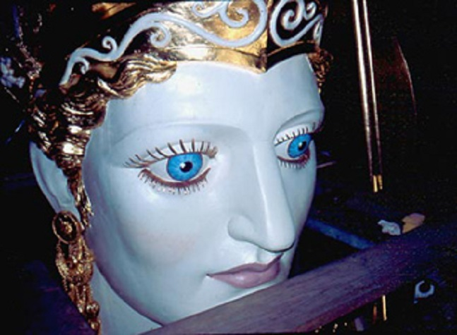 Η κεφαλή της Αθηνάς Παρθένου μετά την ανακαίνισή της...