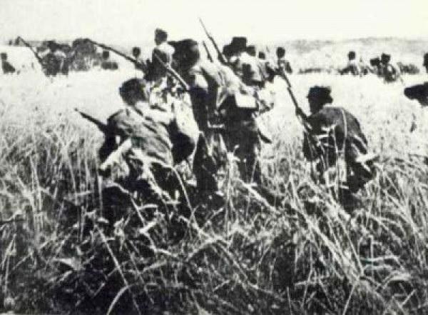 (Ανδρες του 5 ου Τάγματος του 1 ου Συντάγματος, προχωρούν εναντίον των Βουλγαρικών χαρακωμάτων .Κατά την διάρκεια της μάχης, την ο 2ος Λόχος, χάνει τον διοικητή του (Παπασπύρου) και τα & 2 / 3 της δύναμης του)
