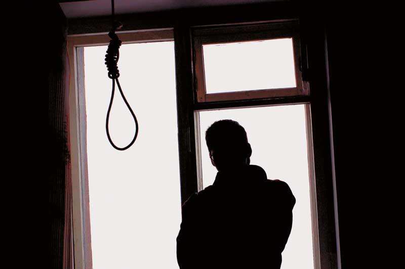 Ἡ λίστα τῶν ὑπεξαιρέσεων καὶ μία αὐτοκτονία.