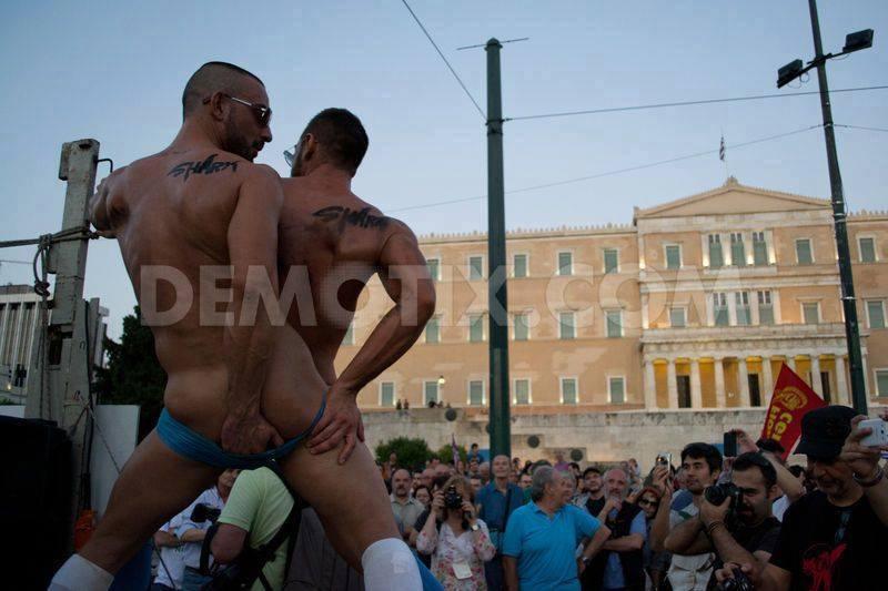 Ὑπάλληλοι διαφημιστικῶν ἑταιρειῶν οἱ ...gay  τῶν παρελάσεων!!!1