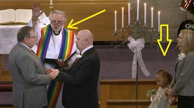 Στημένες φωτογραφίες γιὰ ...προπαγάνδα ὑπὲρ μίας gay κοινωνίας!!!