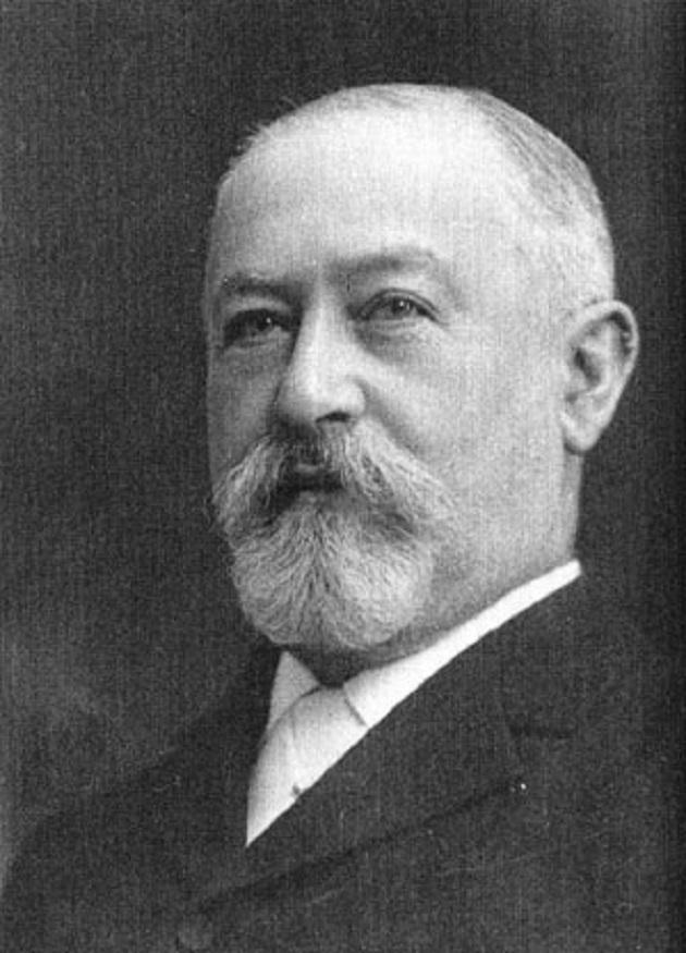 Ο Ιακώβ Σιφ ήταν επικεφαλής της επιχειρἠσεως επενδύσεων της Νέας Υόρκης Κουν, Λέμπ και Σία. Αυτός ήταν ένα από τα κύρια στηρίγματα της Μπολσεβικική επαναστάσεως και χρηματοδότησε προσωπικά το ταξίδι του Τρότσκυ από την Νέα Υόρκη στην Ρωσσία. Ήταν σημαντικός συνεισφέρων στην προεδρική εκστρατεία τού Γούντροου Ουίλσον (Woodrow Wilson) και ένας συνήγορος για το πέρασμα του νόμου για το Ομοσπονδιακό Αποθεματικό (Federal Reserve Act). (σελ. 210)