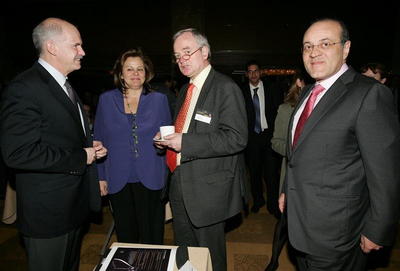 Στην φωτογραφία Γιώργος Παπανδρέου συνομιλεί με τον οικονομολόγο David de Rothschild , την βουλευτή του ΠΑΣΟΚ Λούκα Κατσέλη και τον πρόεδρο του ΣΕΒ Δημήτρη Δασκαλόπουλο πριν την διάλεξη του βραβευμένου με Nobel στα οικονομικά Paul Krugman με θέμα την οικονομική κρίση, Αθήνα Τετάρτη 18 Μαρτίου 2009....