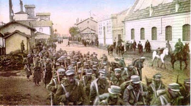 *Έλληνες στρατιώτες εισέρχονται στην Θεσσαλονίκη