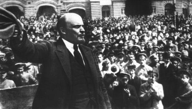 Το νέο Εβραϊκό Μουσείο της Μόσχας, το μεγαλύτερο στον κόσμο, δεν αναφέρει ότι ο παππούς του μεγάλου επαναστάτη (από την πλευρά της μητέρας του) ήταν εβραίος που αναγκάσθηκε να εκχριστιανισθεί