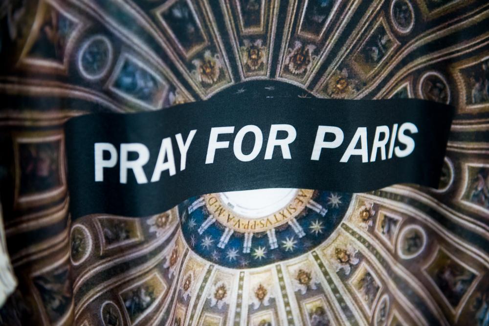 Τό  Pray for Paris τώρα πιάσαμε;