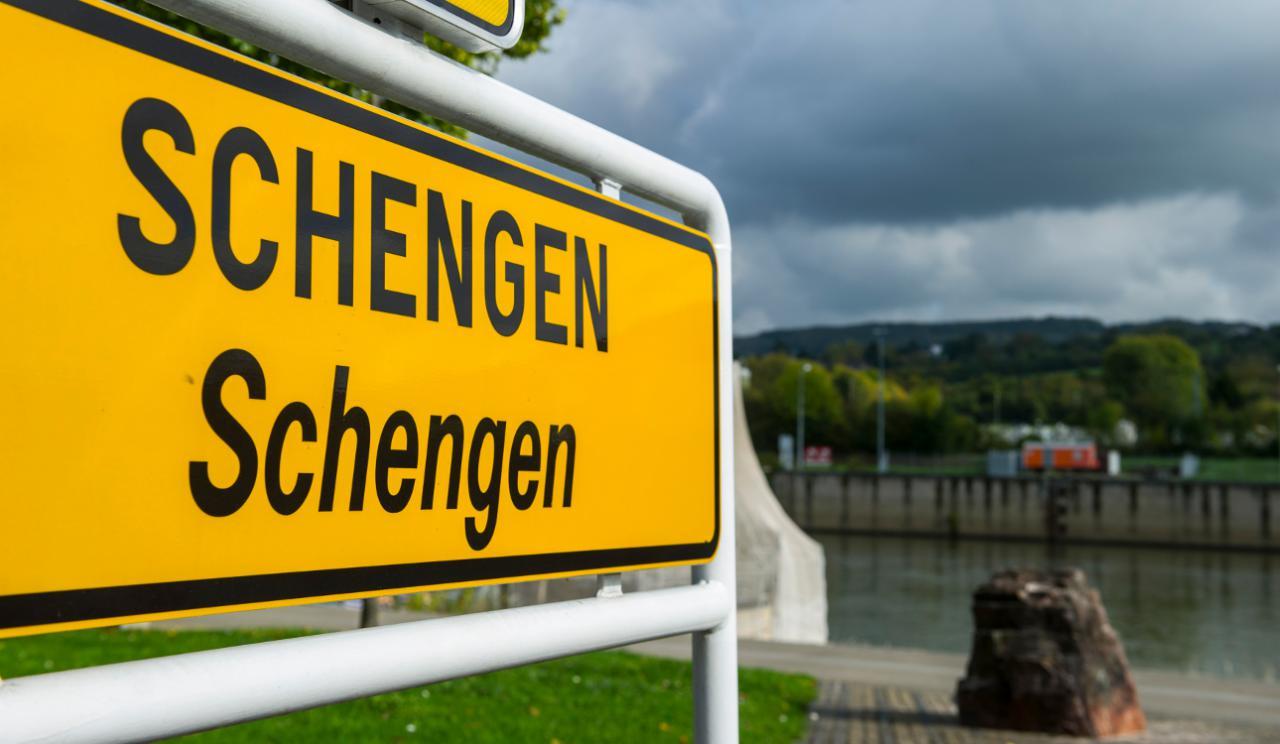 Θά βγάλουν ΜΟΝΟΝ ἐμᾶς ἀπό τήν συνθήκη Σένγκεν;