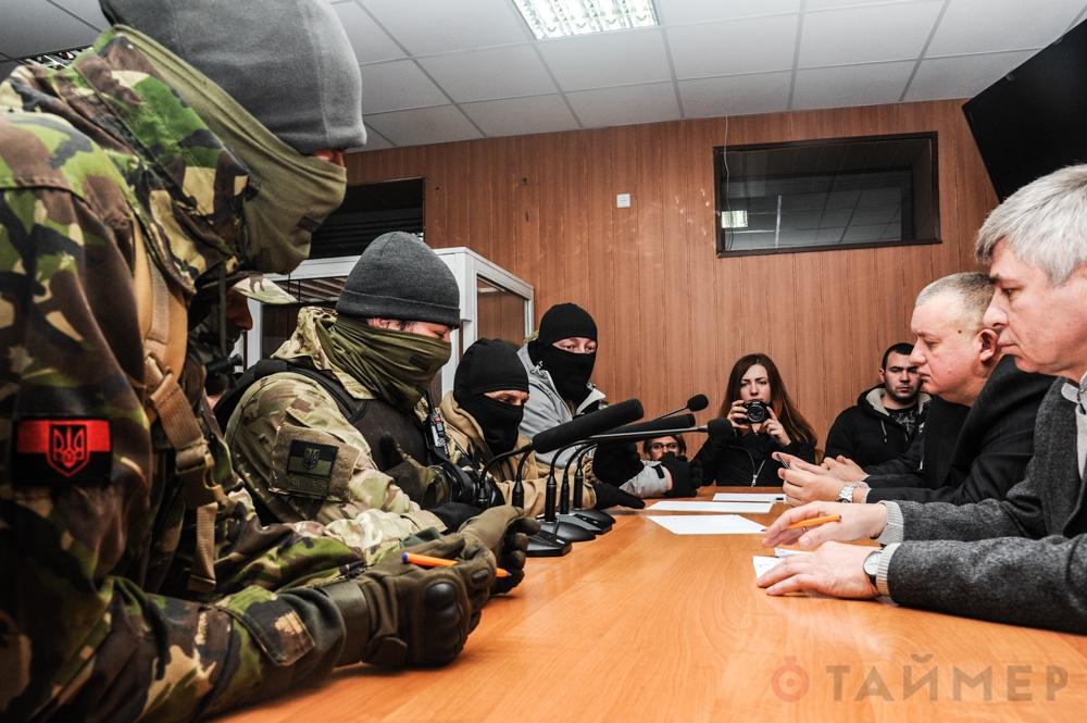 Τὰ μισθωμένα φασισταριὰ τοῦ ΝΑΤΟ στὴν Οὐκρανία ἀλλοιώνουν ...δικαστικὲς ἀποφασεις!!!1