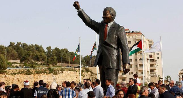 Τὸ ἄγαλμα τοῦ Μαντέλα στὴν Παλαιστίνη