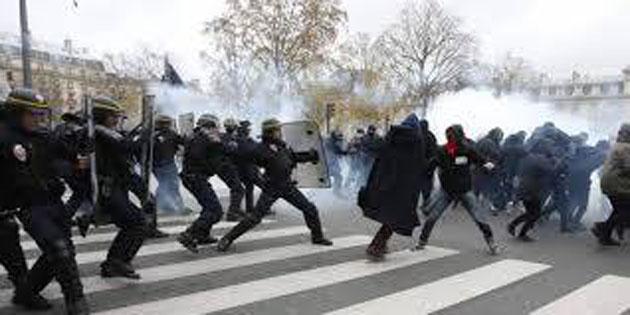 Ἡ Γαλλία φλέγεται ἀλλὰ ἐδῶ ...«συνδιαλεγόμεθα»!!!1